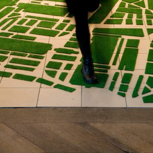 installation streetmaps fake-grass carpet